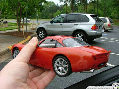 Amazing Forced Perspective %2521cid_11_2792665741%2540web137306_mail_in_yahoo