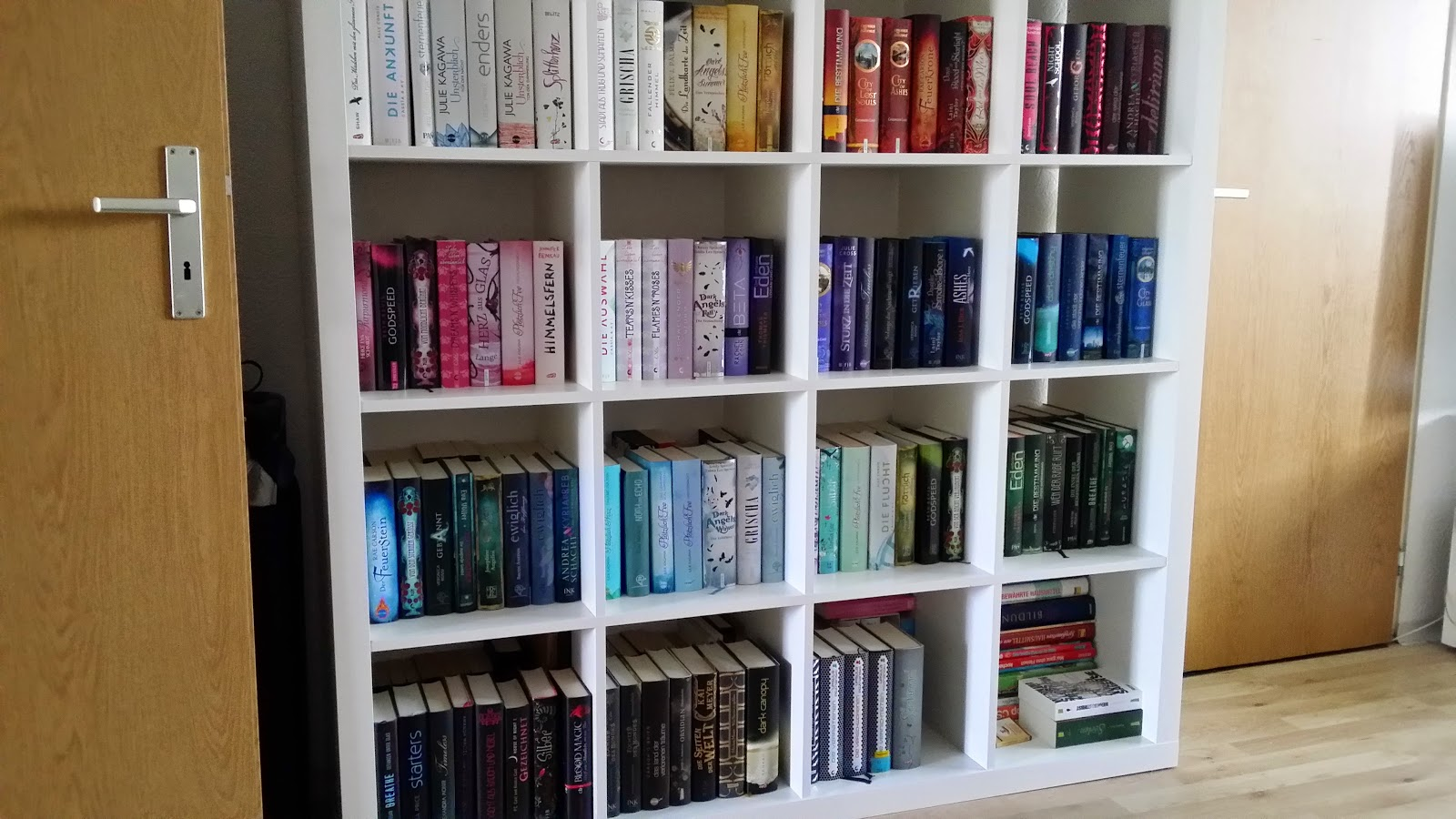 Bücherregal mit büchern  Mein Bücherregal 2.0 - alles neu sortiert