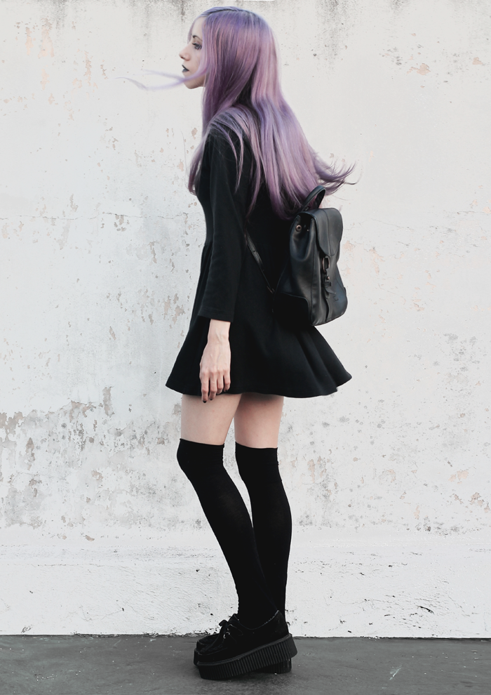 violet-lilac-hair-black-skater-dress-hight-tights-creepers-outfit-grunge-witch-gothic-pastel