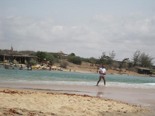 Yayo pescando en la bocana de la Laguna de la Somone (Senegal)