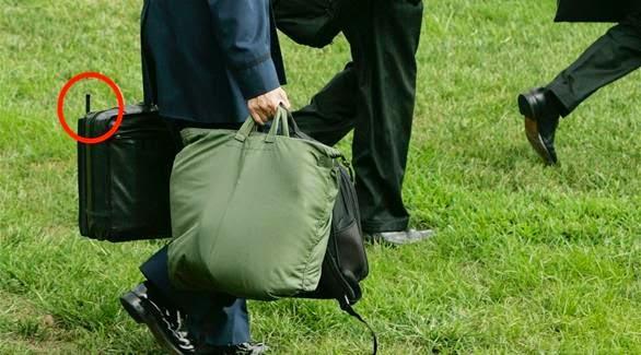 الكشف عن سر الحقيبة السوداء التي تتبع الرئيس الأمريكي أينما حلّ