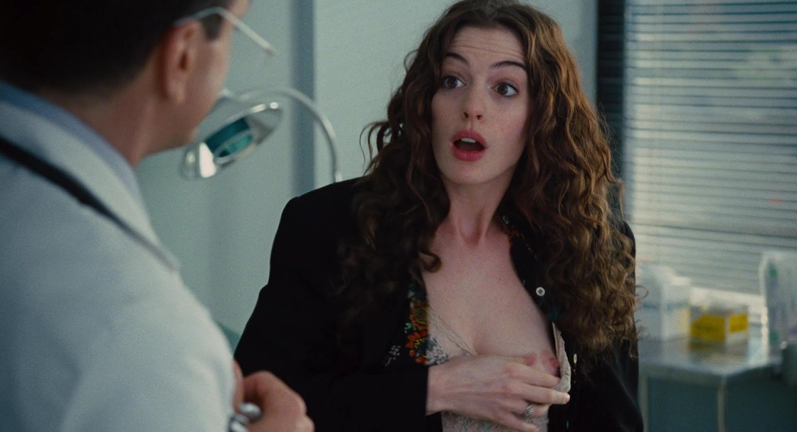 http://4.bp.blogspot.com/-TmUerDPpWfI/UDSQuqVmULI/AAAAAAAACIA/yvKtdM2trms/s1600/Anne+Hathaway+-+Love+and+Other+Drugs++1080p03.jpg