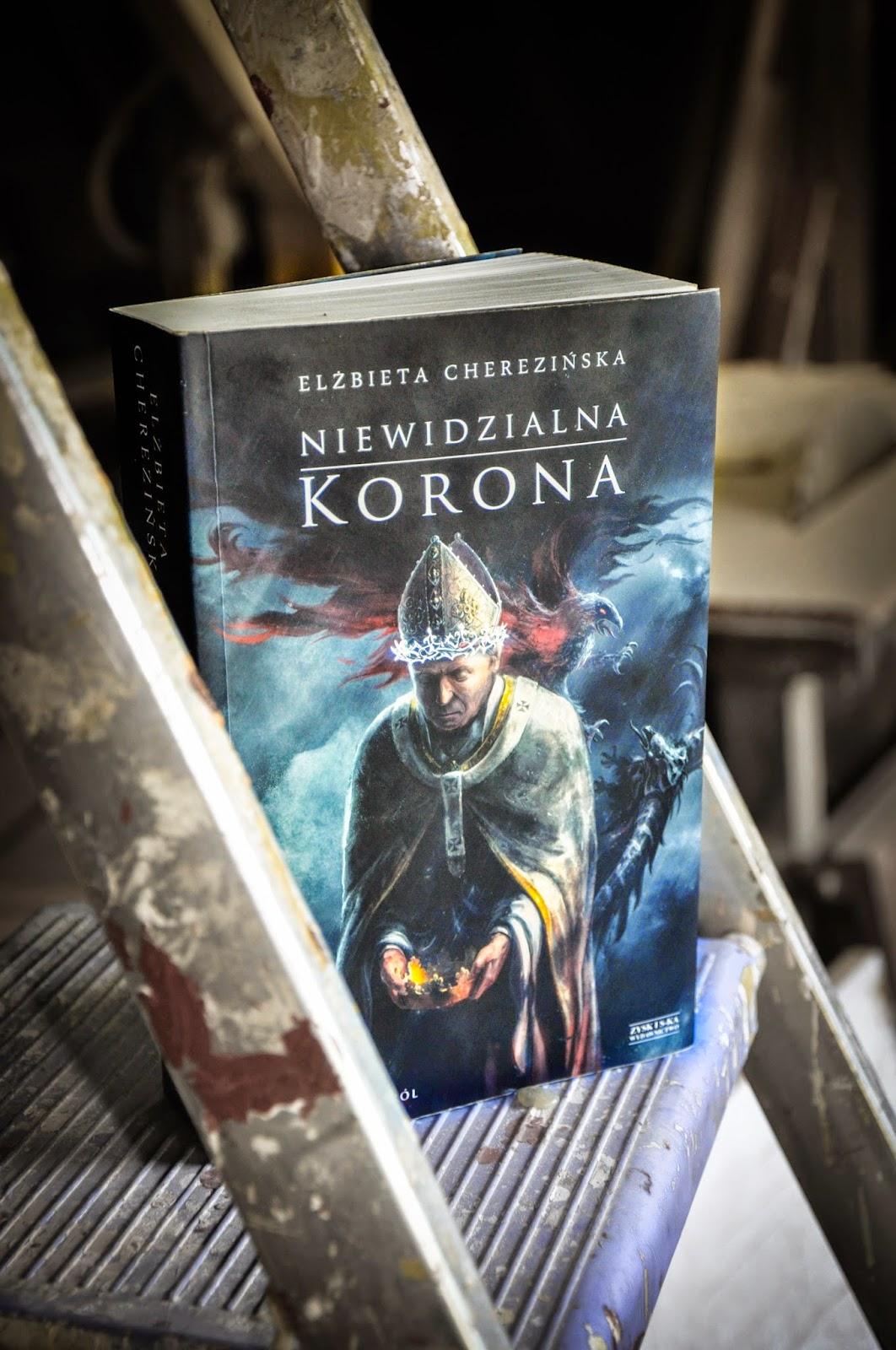 Niewidzialna korona zdjęcie książki Cherezińskiej