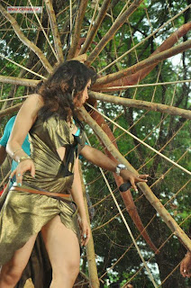 Padam-Pesum-Actress-Priyanka-Kothari