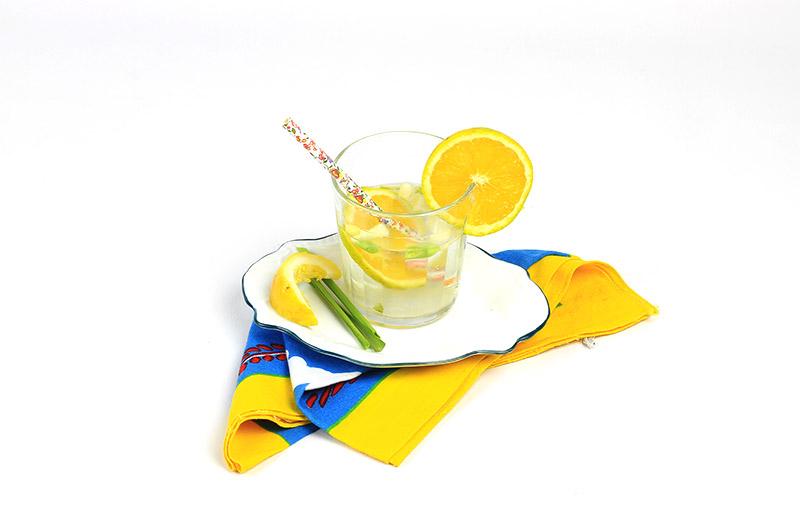 Água saborizada de laranja pra ajudar na digestão :-)