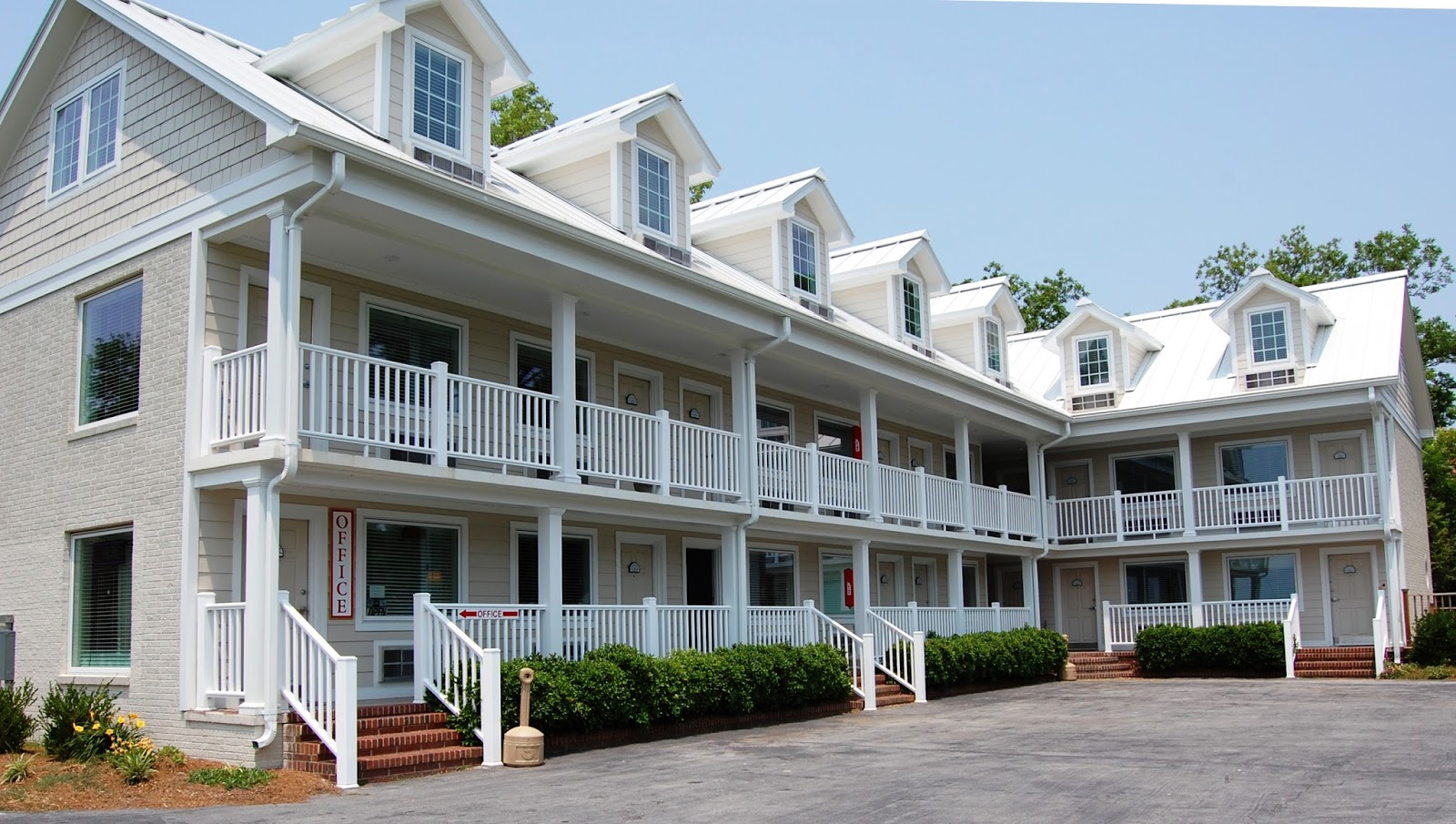 Looking For An Immaculate Quiet Hotel In Oriental Nc With A Four Mile Wide Water View River Neuse Suites Has Great Rooms Views
