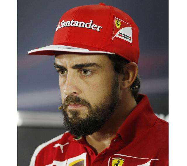 El piloto Fernando Alonso con barba