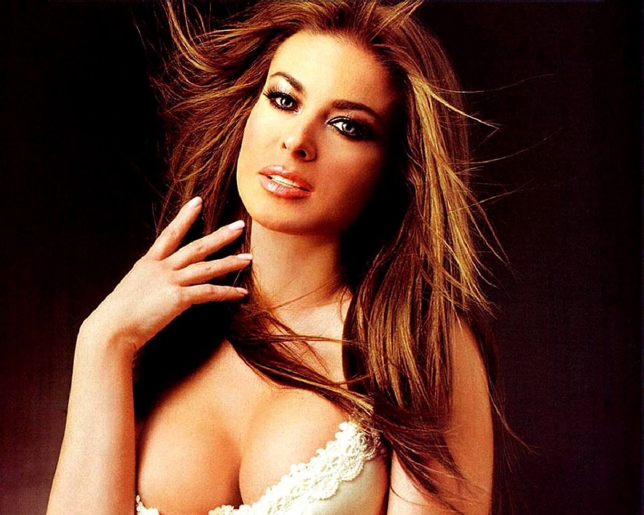 http://4.bp.blogspot.com/-TnUKjO17jak/TePlZa8Br1I/AAAAAAAAAFI/3mI4-feLKR4/s1600/Carmen+Electra+%25284%2529.jpg