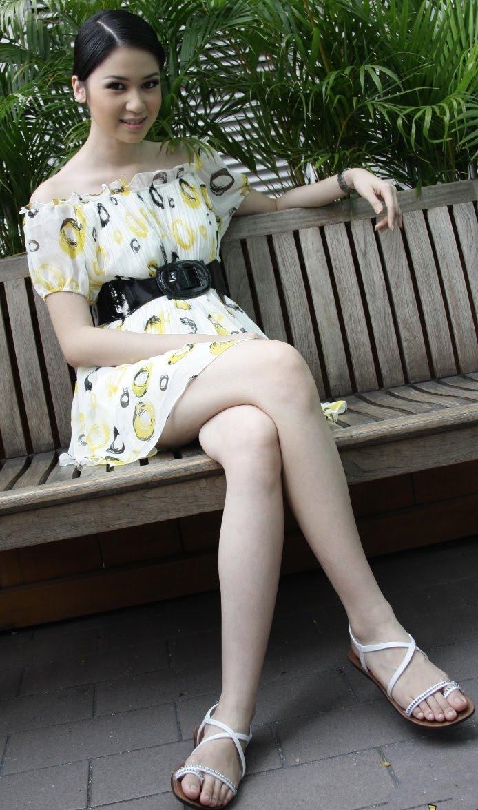 Indonesian Top Models Laura Basuki young Cute Model