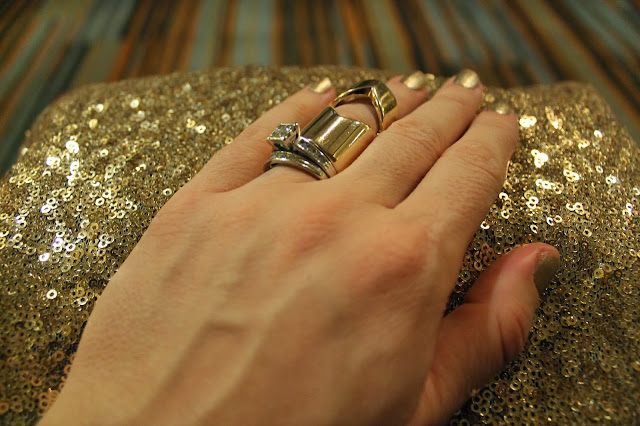 costume jewelry, over sized ring, sparkle, diamond ring, gold nails, gold clutch, holidays, Christmas, party