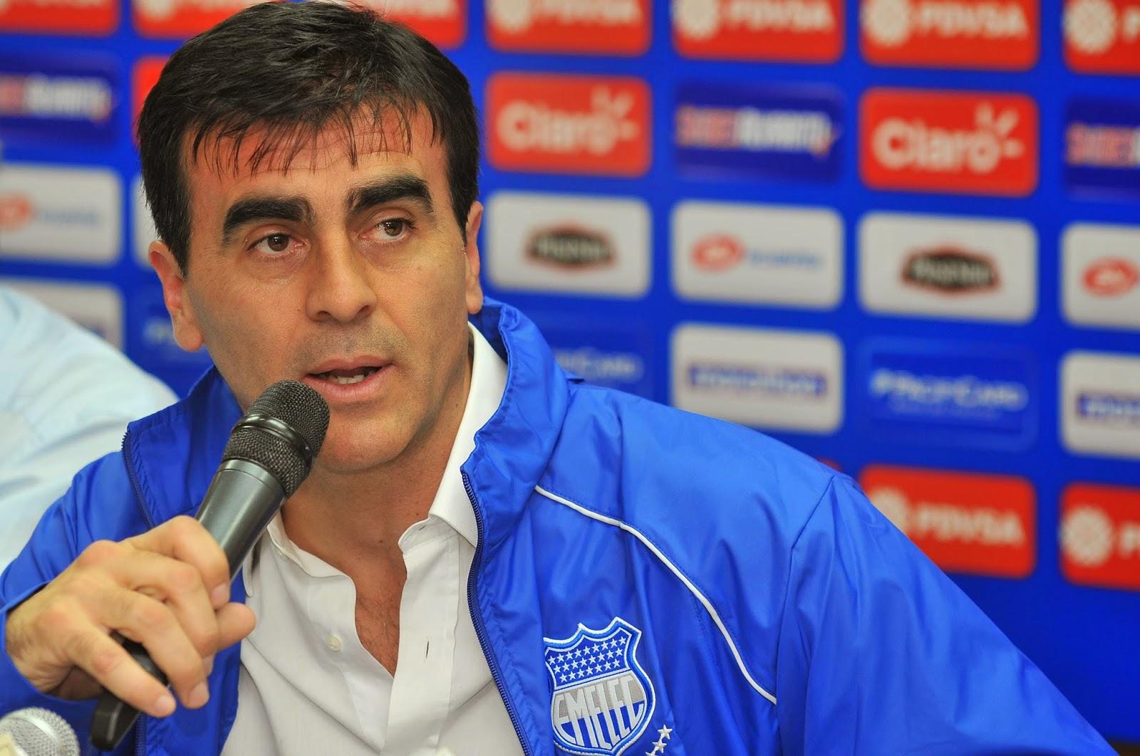 Gustavo Quinteros director tecnico de Ecuador