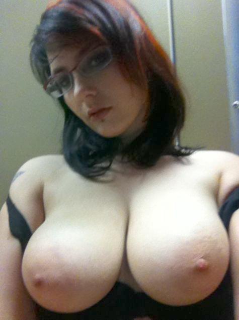 eroticheskaya-fotosessiya-za-kulisami-online