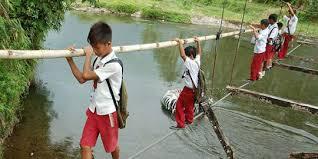 anak SD sekolah melewati jembatan roboh tenggelam di sungai