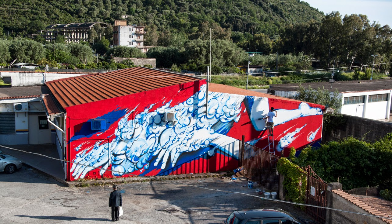 London-based artist RUN was in Sapri, Italy where he was invited to paint for the latest edition of Oltre Il Muro Street Art Festival.