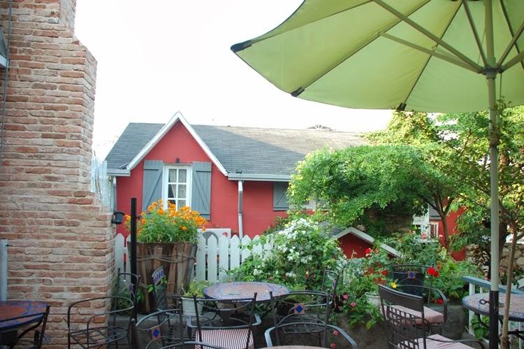 Cafe Country House với khu yên bình