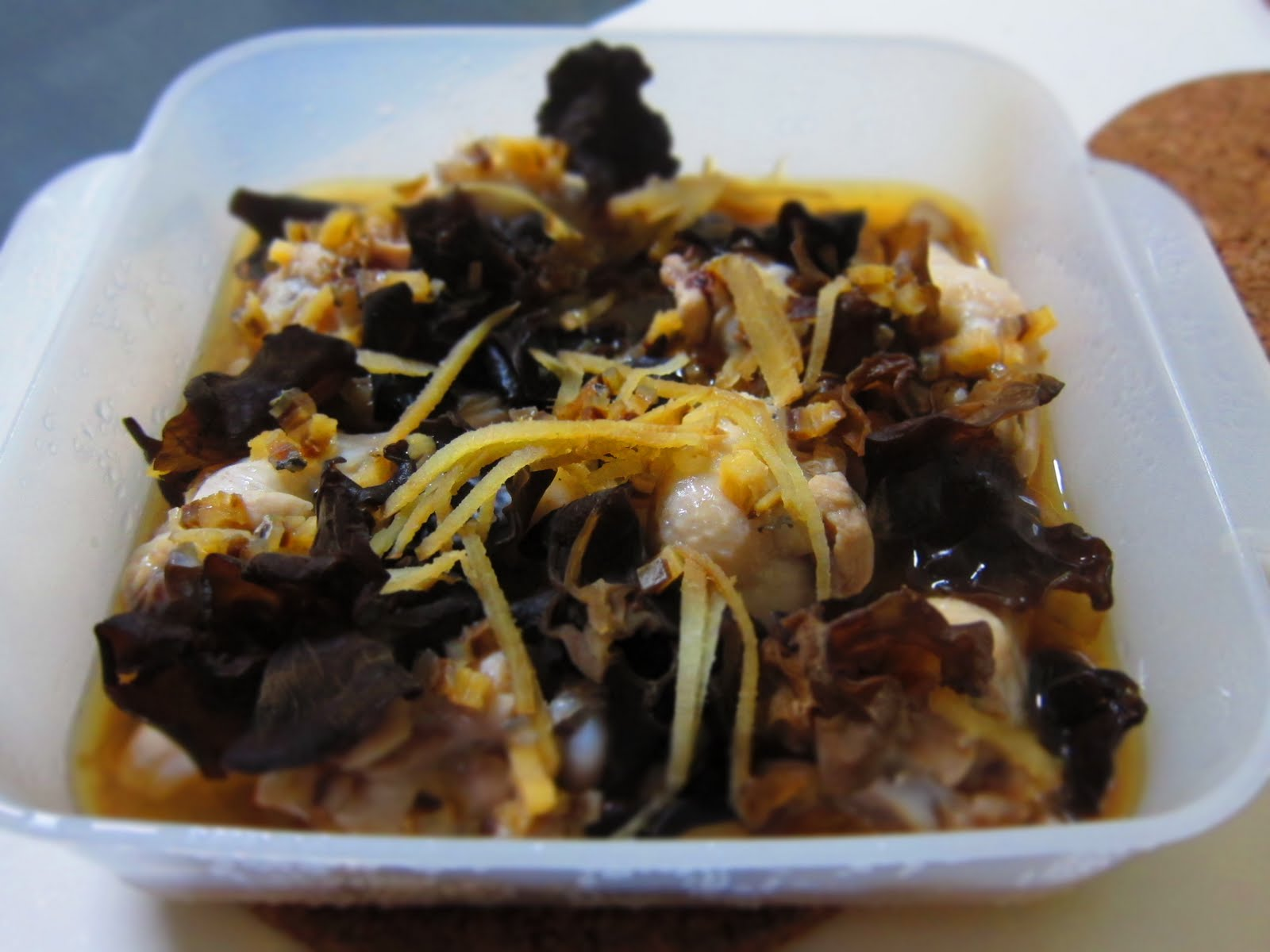 ... 拿手好菜: Steamed Chicken with Black Fungus and Salted Fish