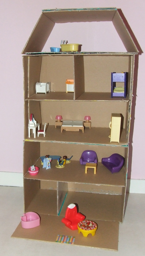 les mercredis de julie maison des playmobils en carton. Black Bedroom Furniture Sets. Home Design Ideas