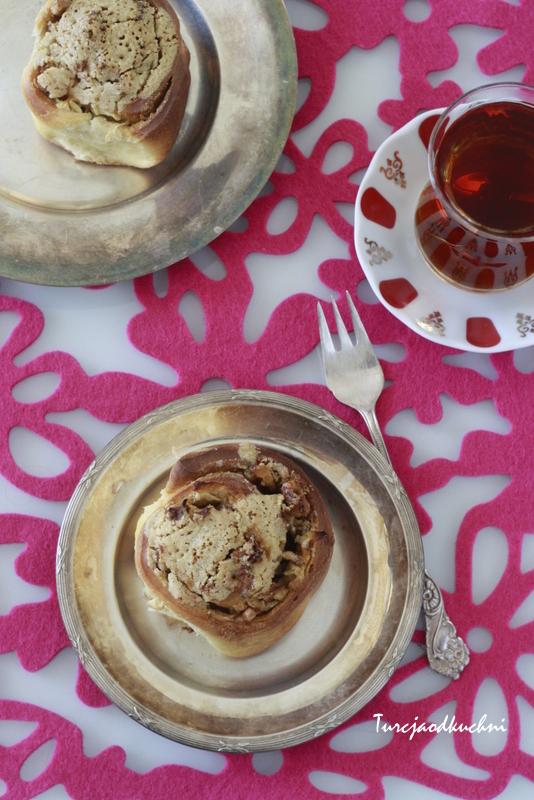 Drożdżowe ślimaczki z jabłkiem, orzechami i tahini