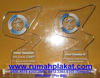 tempat produksi medali surabaya, jual cepat medali harga murah, beli medali murah, 0812.3365.6355, www.rumahplakat.com