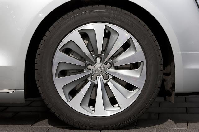 шины Audi A8 Hybrid 2012 года