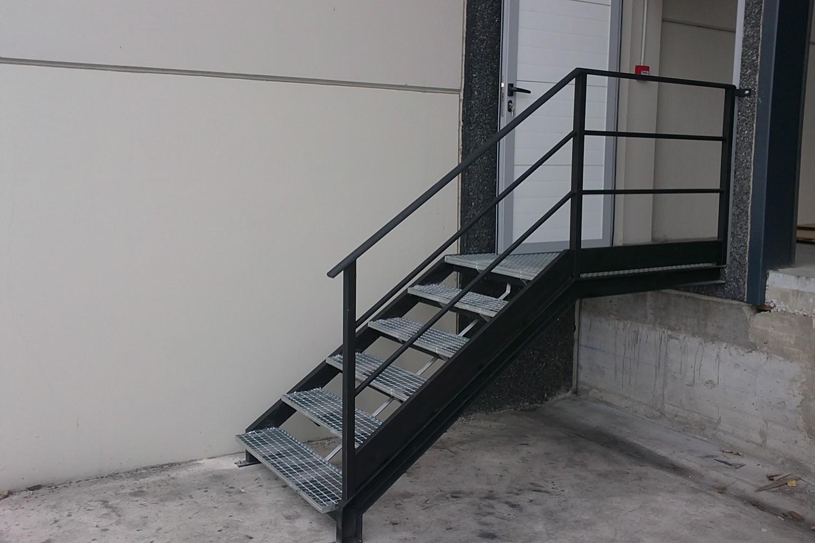 Talleres montiel escalera de tramex for Escaleras 7 escalones