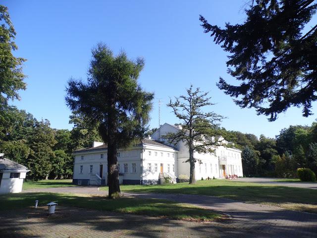 zabudowania pałacu i park w Gąskach