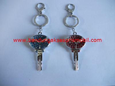 Gantungan Kunci Berlian Model Kunci Mazda