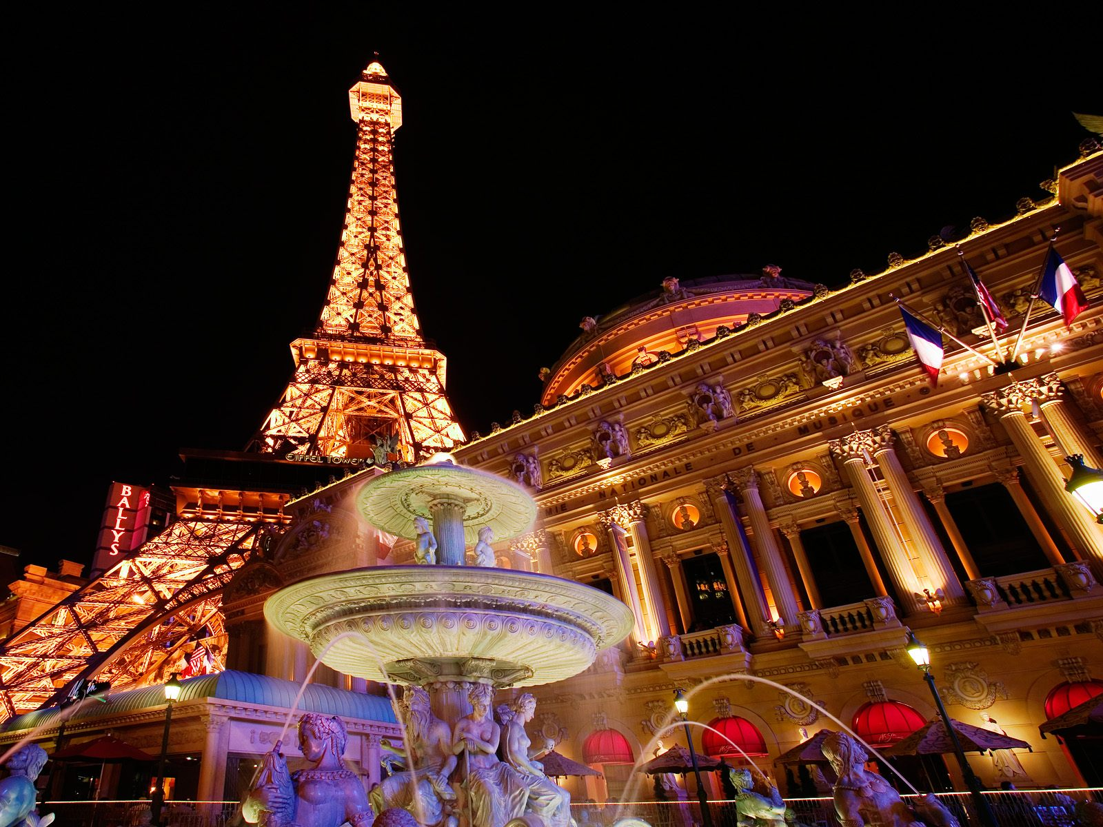 cheap hotel now paris hotel las vegas have all the entertainment you