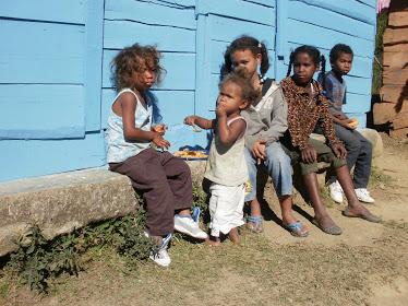 Niños de la comunidad del Tetero Azua.