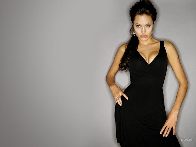 Анджелина Джоли в чёрном вечернем платье