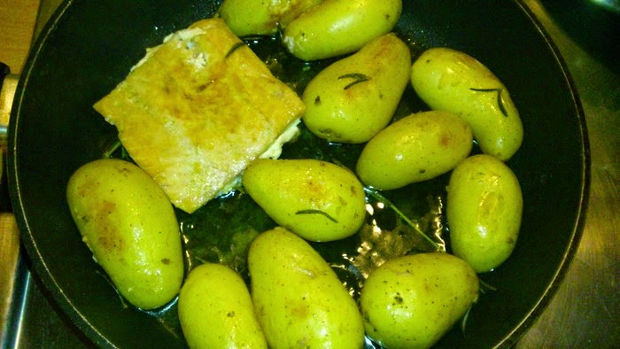 One Step Salmon-Rosemary-potato in a Pan