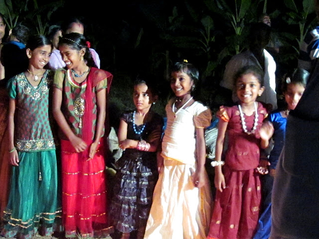 children in festival mood - kerala backwater tourism