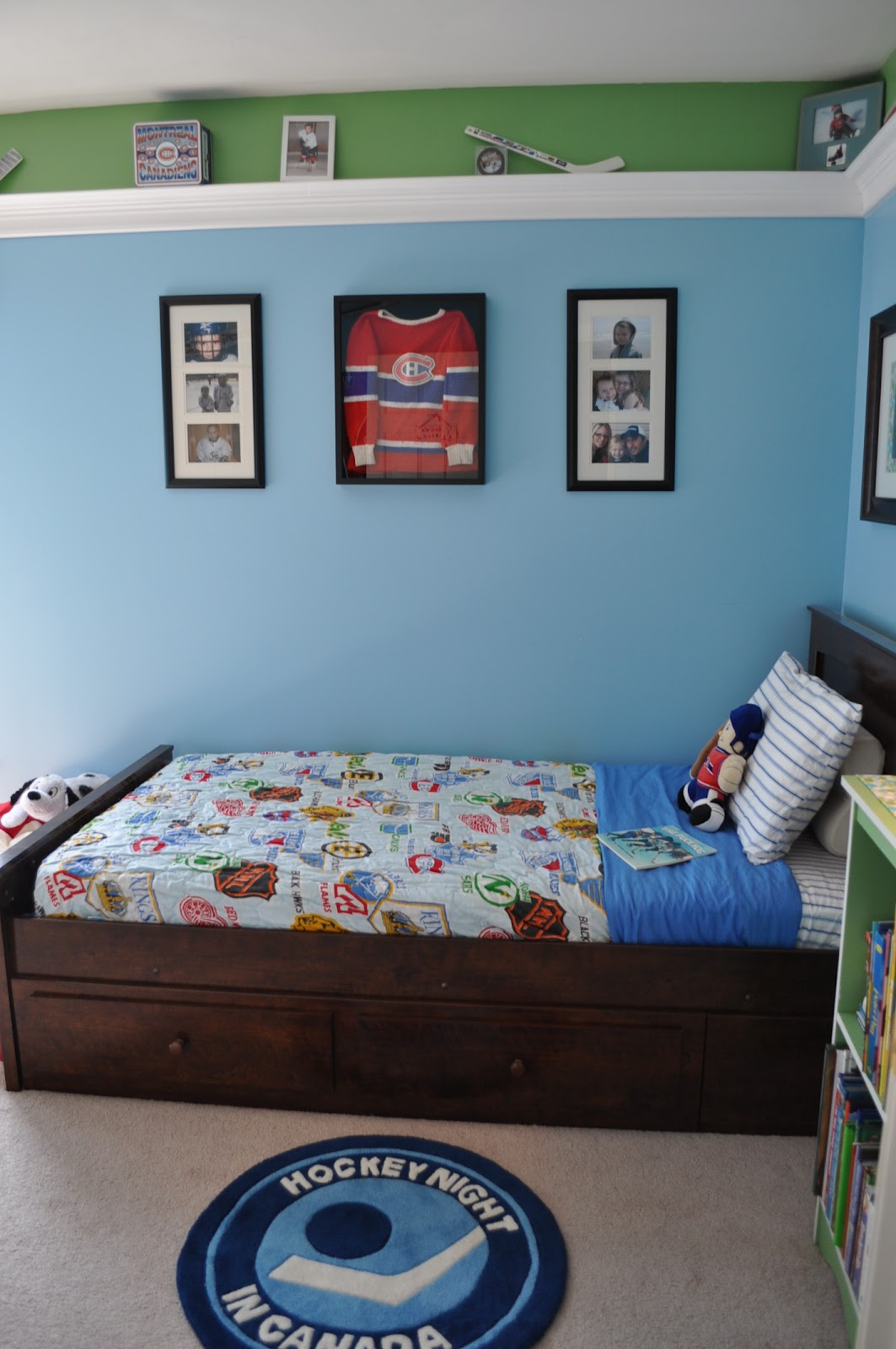 BEDDING It was very difficult to find any hockey bedding and the ones I  found online were very expensive  I was lucky enough to have my husbands   old. Syracuse Hockey Mom s Network  Hockey Room for Kids