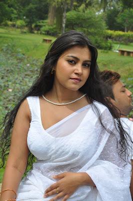 Hot Tamil Actress in White Saree Photos+ Actress in Saree Navel Show Photos