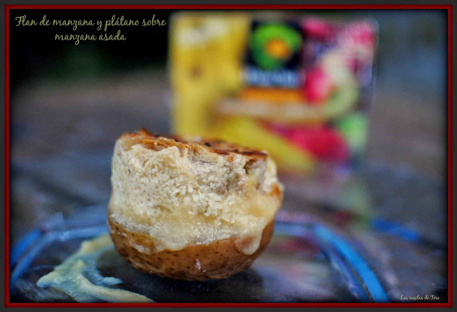 Flan de manzana y plátano sobre manzana asada.