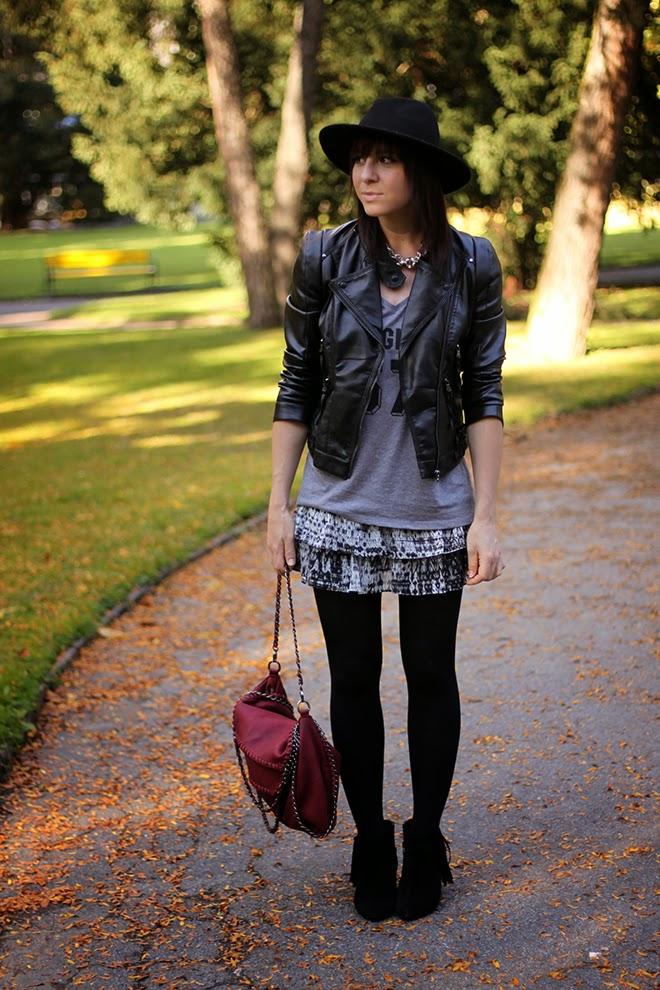 outfit-trend-fashionblogger-streetstyle-margiela-skirt-boots-taupage-fringe-lederjacke-falballa-chainbag-shirtinator