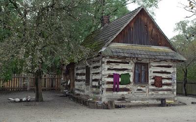 http://fotobabij.blogspot.com/2015/10/budziarze-zabytkowy-dom-drewniany.html