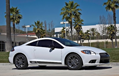 2012-Mitsubishi-Eclipse-SE-Side-Angle-View