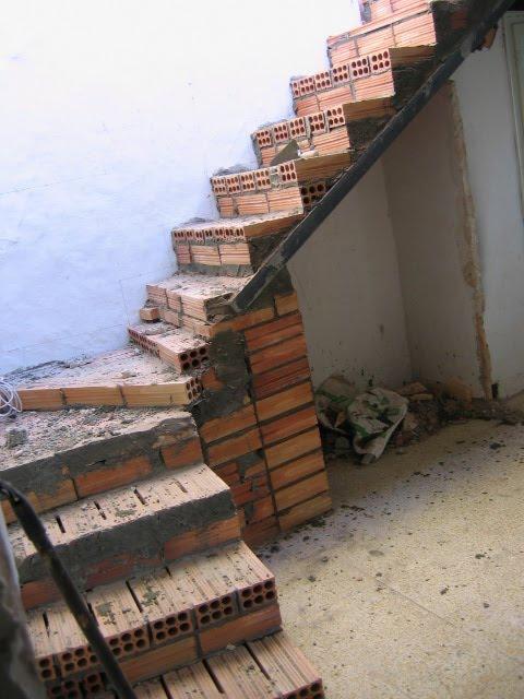 A fines de semana escalera acceso a terraza desde el for Escaleras por fuera de la casa