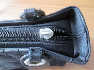 Handbag_with_missing_zipper_handle
