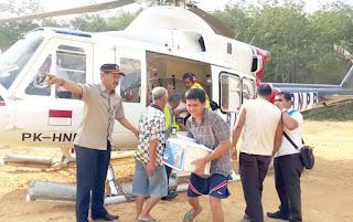kondisi desa yang di apit bukit barisan serta jalan yang putus akibat banjir dan longsor menyebabkan 4 desa terisolir warga pun kesulitan beraktivitas