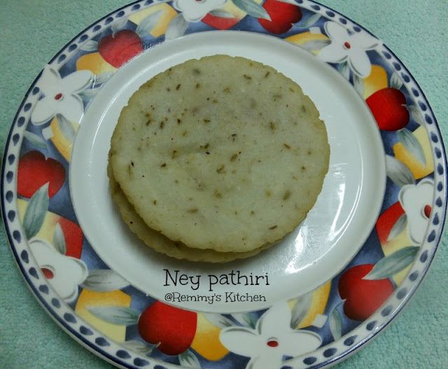Ney pathiri / Deep fried rice roti