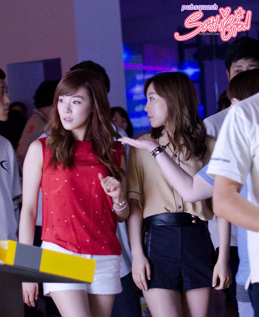 Snsd Taeyeon Tiffany SM Art Exhibition
