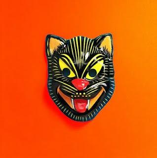mascara de gato perverso con colmillos grandes