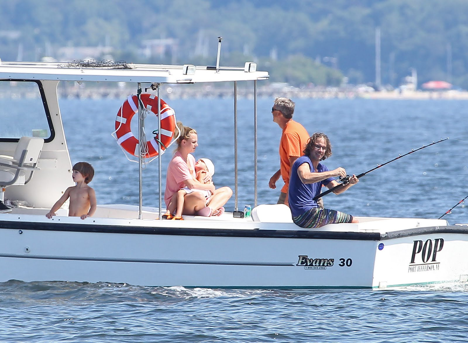 http://4.bp.blogspot.com/-TsDpC-ZOMz8/Tjv4BpJxPbI/AAAAAAAAC5I/0xeIrNP8Kjc/s1600/family-boat-day-august-4+%252812%2529.jpg