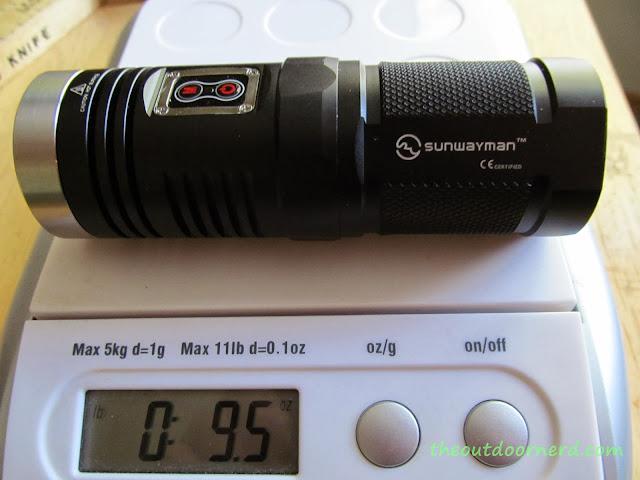 Sunwayman D40A [4xAA Flashlight] - On Scale