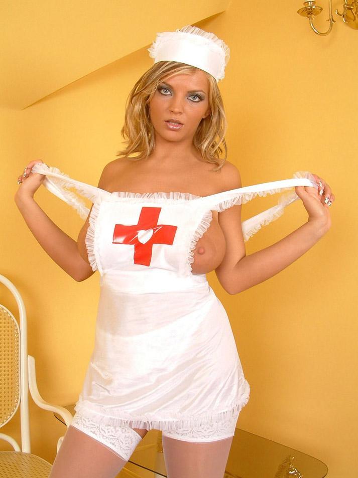 грудастые фото медсестры