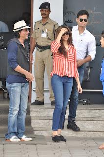 Shahrukh Khan and Deepika Padukone Promoting Chennai Express (3).jpg