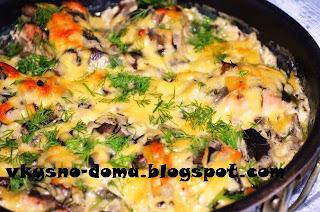 Горбуша запеченная в сметанно - грибном соусе