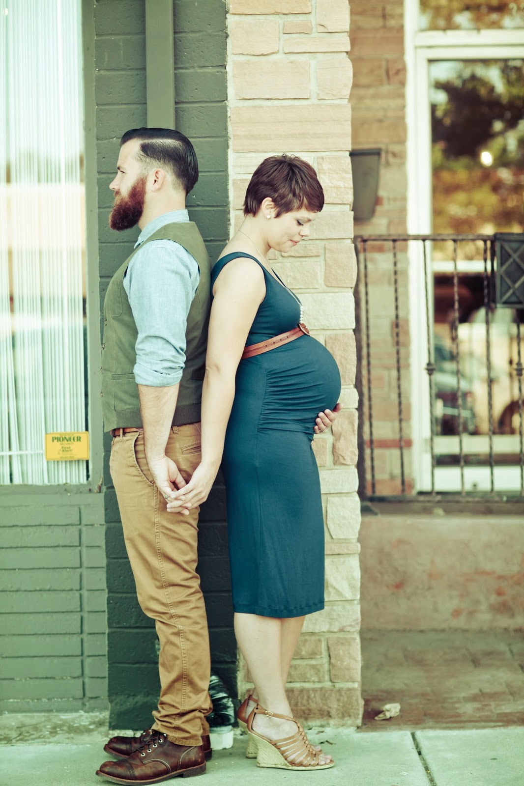 Latte Love Maternity Photos | Photographs by Anjuli